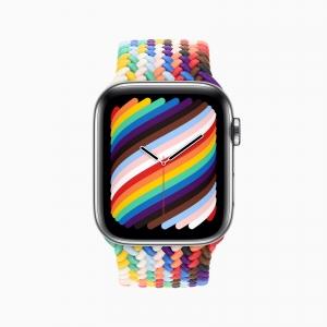 Apple_pride2021_watchseries6_braidedsolo